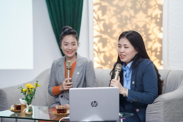 Hai diễn giả TS. Dương Thị Thu và TS. Trần Thị Hồng Liên thuyết trình tại mạn đàm