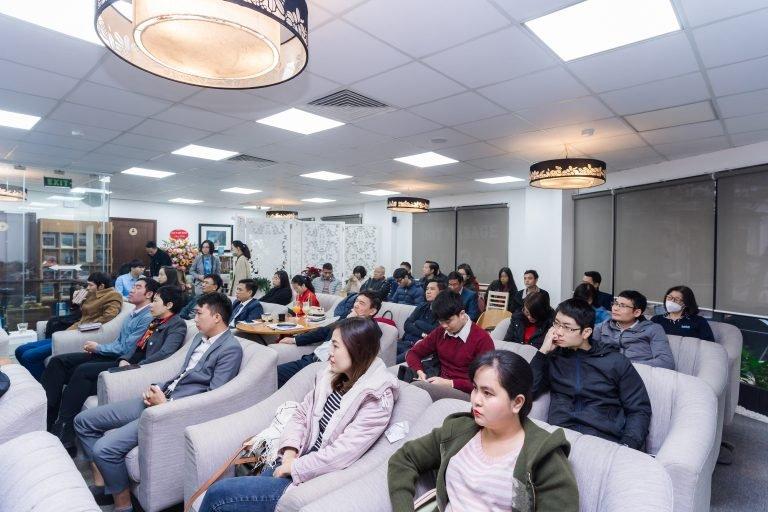Mạn đàm về kết hợp văn hóa Đông Tây trong phát triển doanh nghiệp tại Salon văn hóa Cà Phê Thứ Bảy