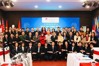 Các lãnh đạo, doanh nhân và chuyên gia tham dự hội thảo