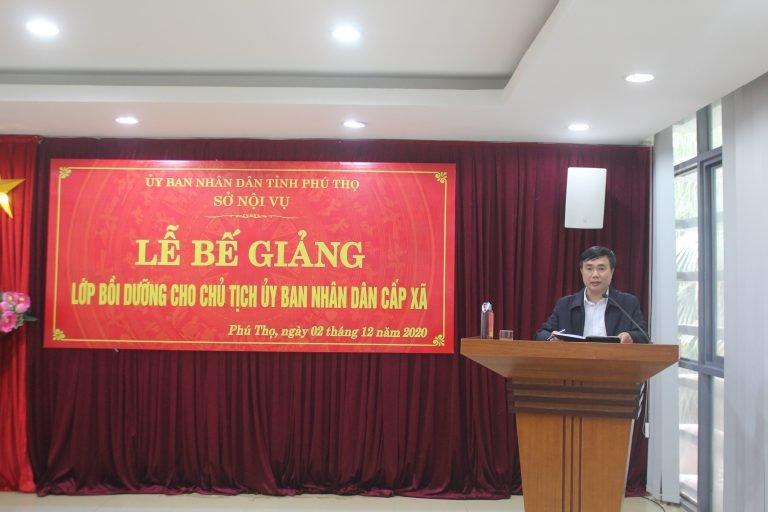 Ông Đinh Thế Anh, Chủ tịch UBND thị trấn Yên Lập, huyện Yên Lập, tỉnh Phú Thọ phát biểu tại Lễ bế giảng