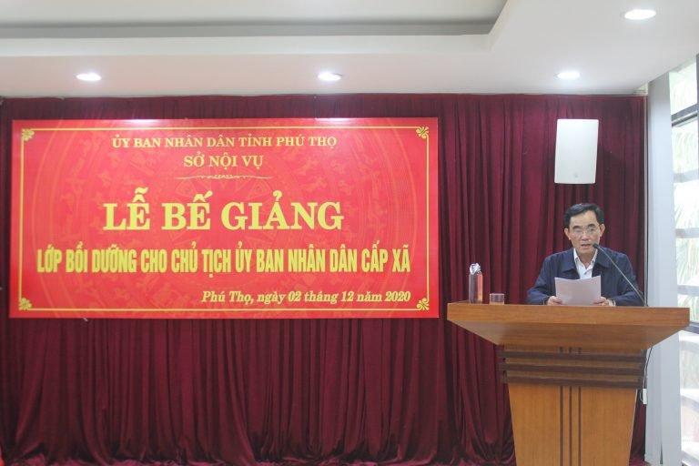 Ông Lễ Tiến Hưng, Phó Giám đốc Sở Nội vụ tỉnh Phú Thọ phát biểu tại Lễ bế giảng