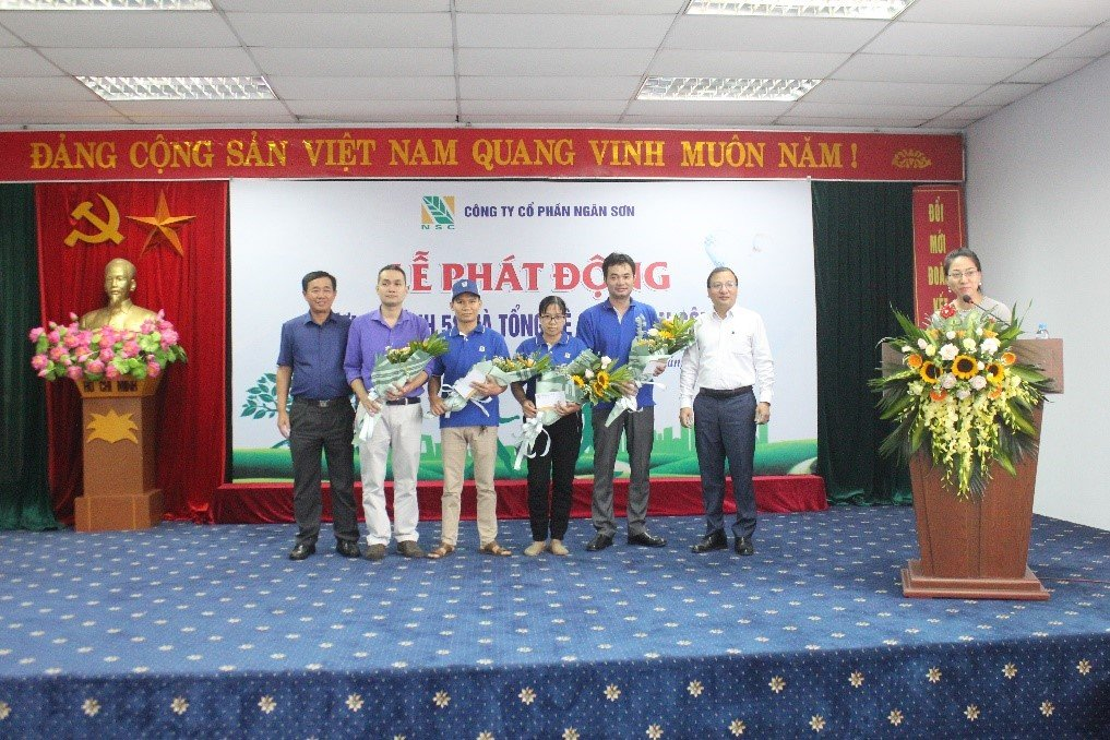 Decision of awarding from leaders to typical and excellent individuals in implementing 5S at Ngan Son Joint Stock Company
