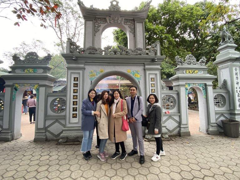 SLEADER tham quan và chụp ảnh lưu niệm tại Đền Củi, Hà Tĩnh