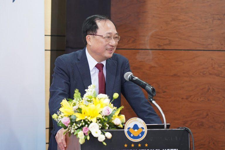 PGS. TS Nguyễn Văn Thành trình bày chuyên đề về tư duy hệ thống