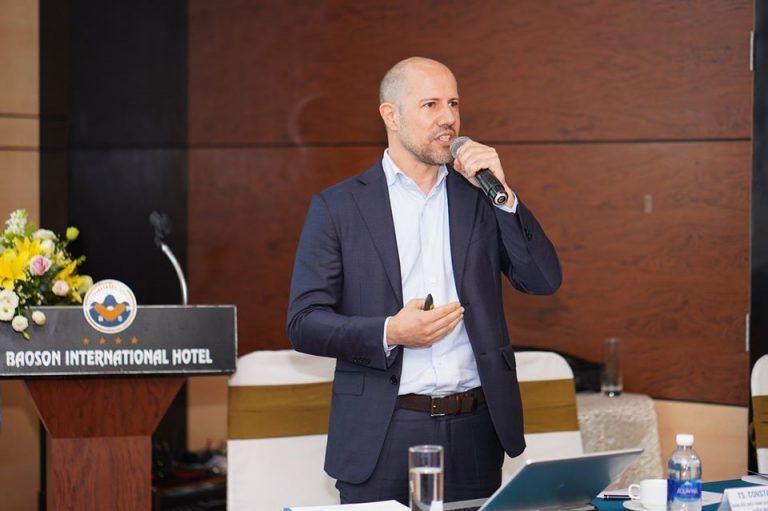 TS. Constantin Malik trình bày về các mô hình quản lý tiên tiến của Malik