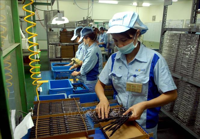 Dây chuyền sản xuất linh kiện cho các sản phẩm điện tử tại Công ty TNHH INOAC Viet Nam (vốn đầu tư của Nhật Bản) tại Khu công nghiệp Quang Minh (Hà Nội). Ảnh: Danh Lam/TTXVN