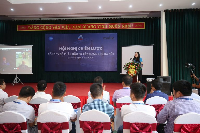 Dr. Duong Thu, Director of Institute for Strategic Leadership Development Research deliveried speech