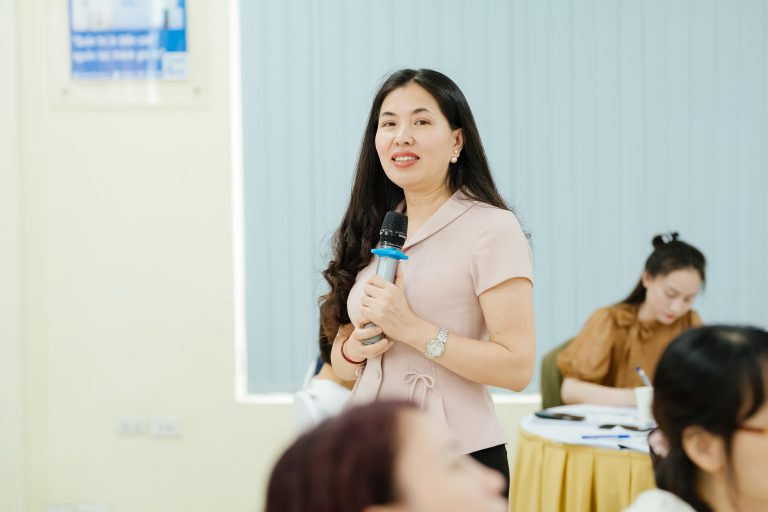 Dr. Duong Thi Thu, Director of the Institute for Strategic Leadership Development Research (SLEADER)