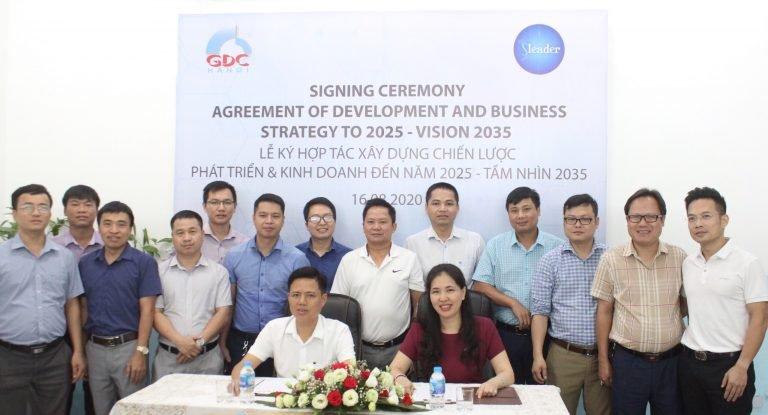 Ban lãnh đạo Công ty Cổ phần Đầu tư và Xây dựng GDC cùng TS. Dương Thị Thu